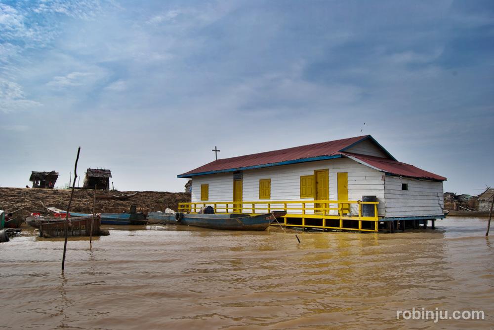 ChongKneas, el pueblo flotante de los pescadores vietnamitas en Camboya
