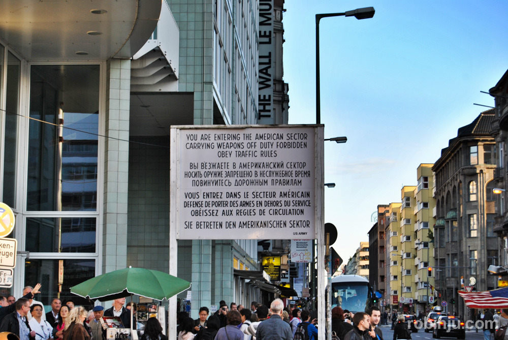 Cruzando el Checkpoint Charlie, Berlín