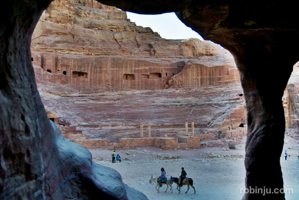 El Tesoro de Petra y otros lugares increíbles. Teatro Romano.