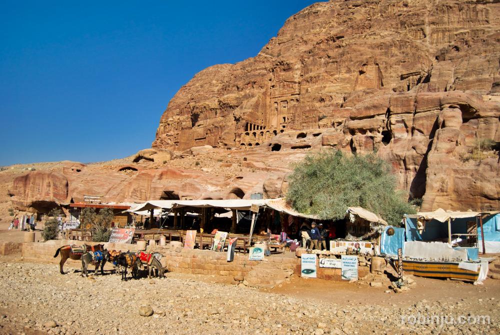 El Tesoro de Petra y otros lugares increibles. Tumbas reales