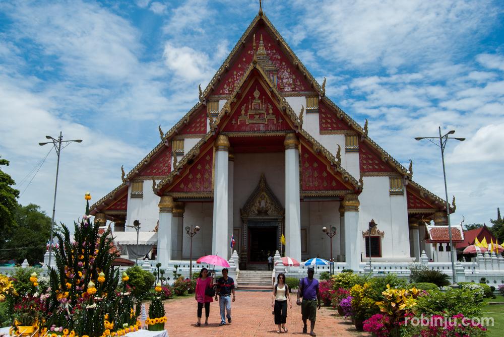 Visitando Ayutthaya: wihan phra mongkhon bophit