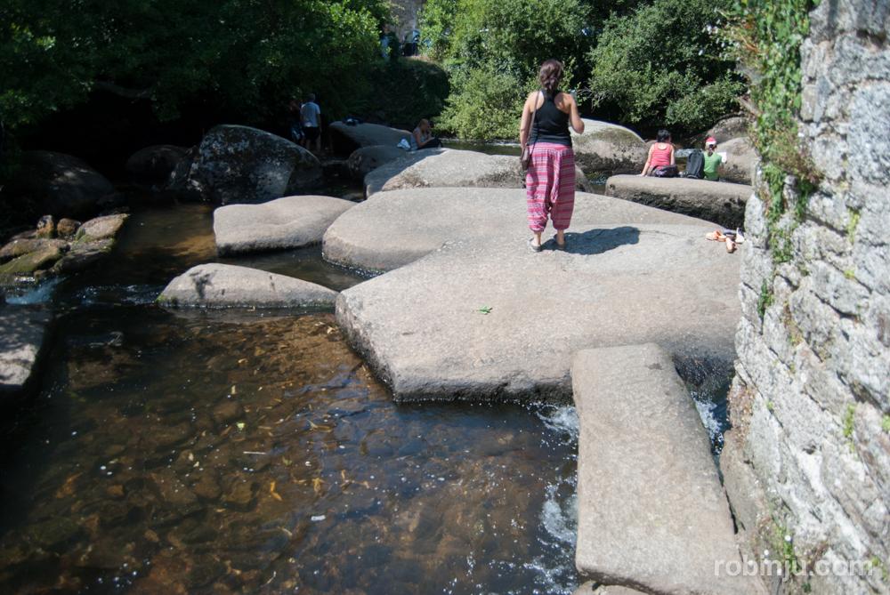 Pont-Aven, recuerdos postimpresionistas descansando en el rio