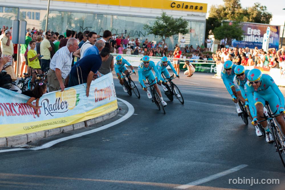 Astana y las formaciones imposibles (Vuelta a España - Jerez de la Frontera)