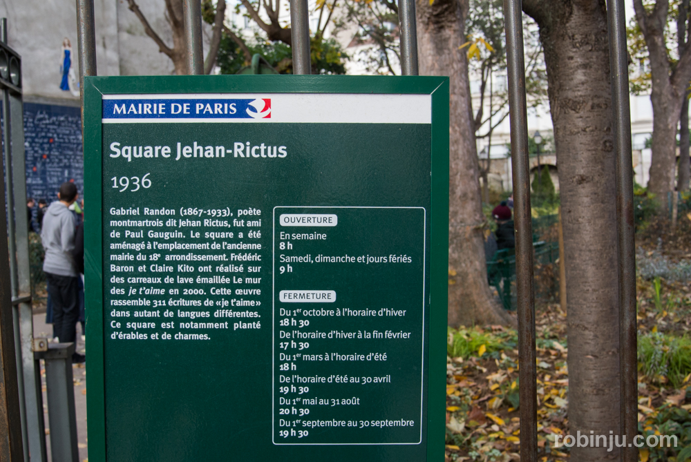 """Un """"te amo"""" en la square Jehan-Rictus de Montmartre, París"""