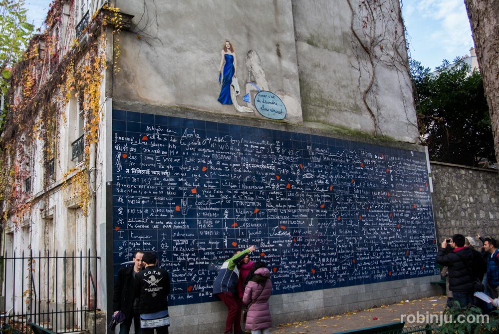 """Un """"Je t'aime"""" en la square Jehan-Rictus de Montmartre, París"""